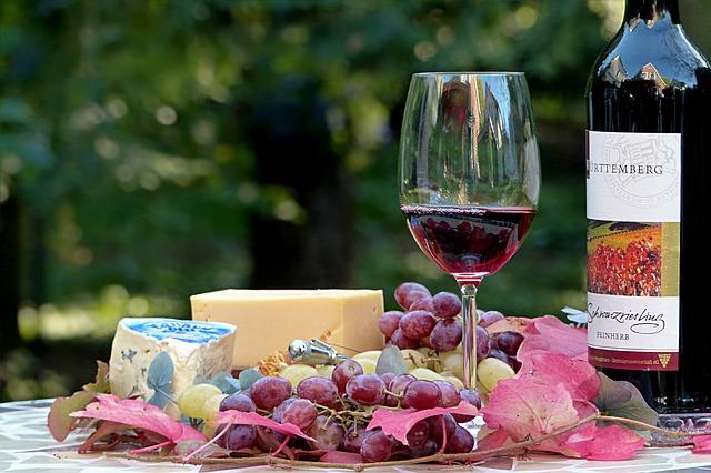 otwieranie wina bez otwieracza